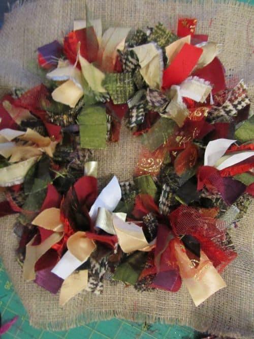 Rag rug wreaths etc 003