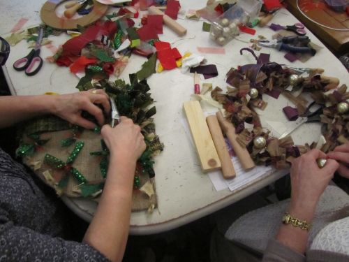 Rag rug wreaths etc 004