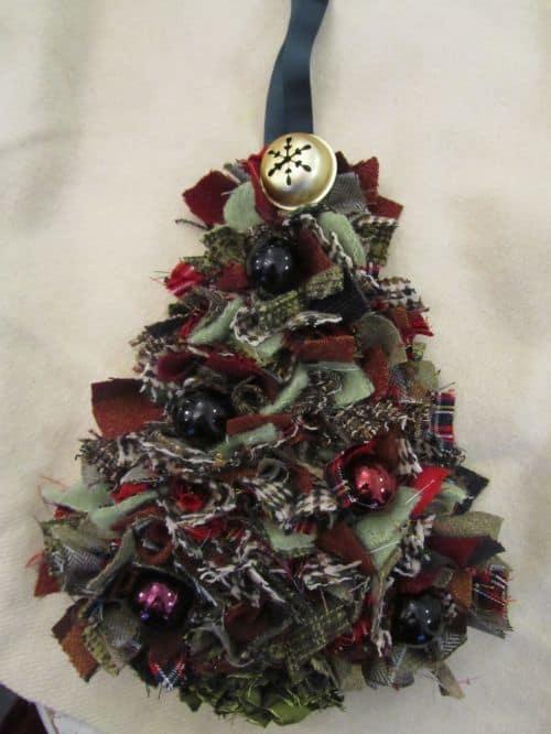 Rag rug wreaths etc 007