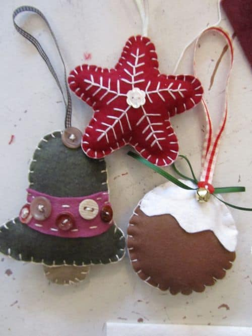 Xmas wreaths,Ruth's stumpwork and Penny rugs,Dorset buttons 006