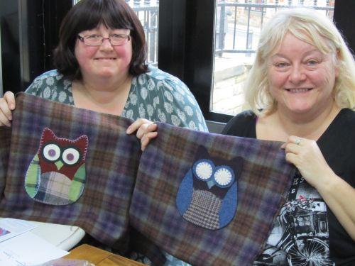 Beckie's cushions,Zendoodlestitch,wool applique 020